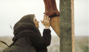 María a los pies de Jesús crucificado