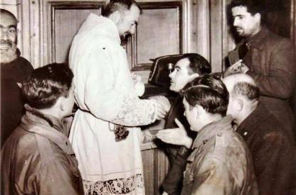 Padre Pio y soldados
