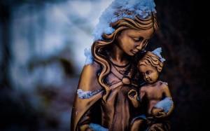 Virgen con niño en brazos