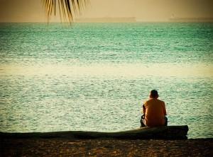 Hombre reflexionando